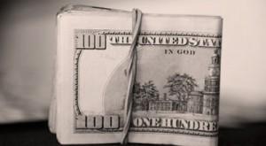 Доллар колеблется к мировым валютам на фоне бюджетного соглашения в США